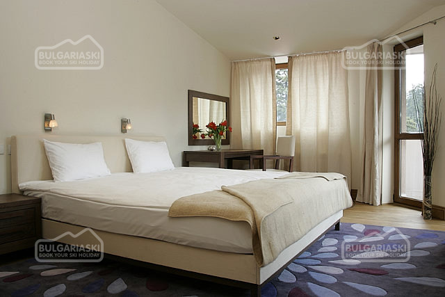 Lodge Hotel2