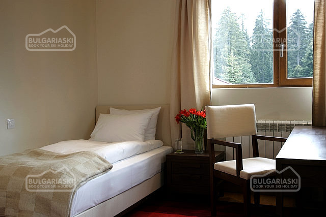 Lodge Hotel5